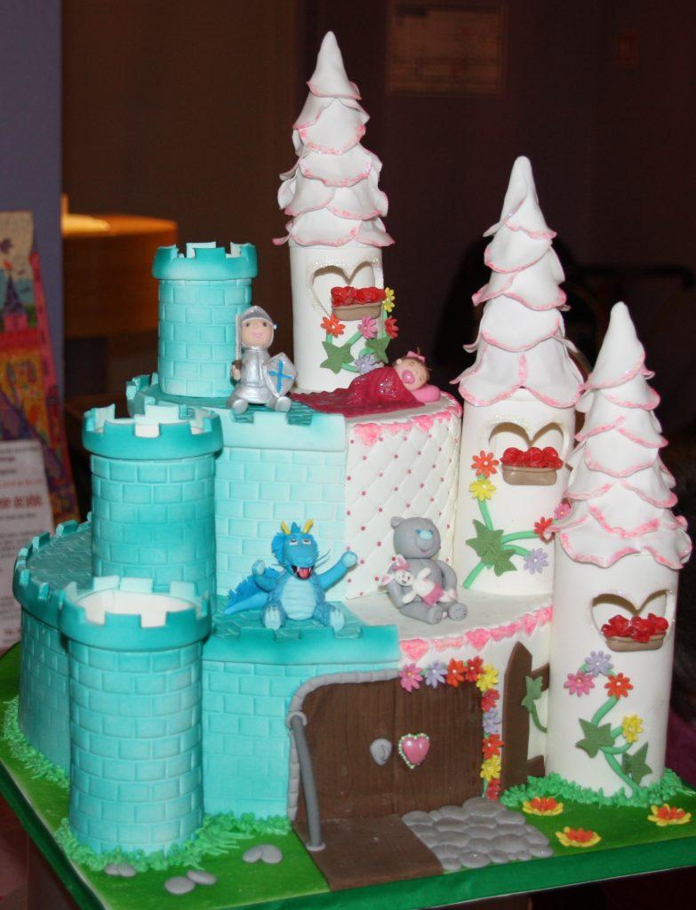 Château infantile bleu et rose